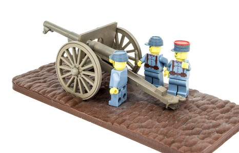 French minifig soldiers loading the 75mm field artillery gun